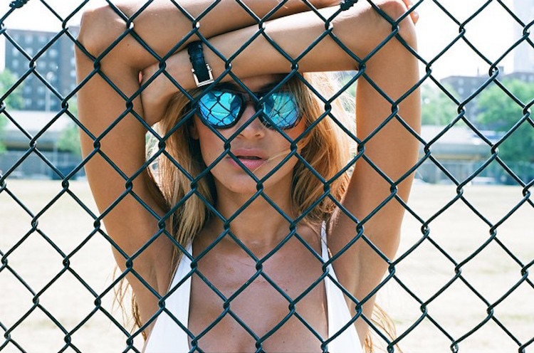 Juliana Proven-Instagirl-Instagram-Sexy-Jolie-Canon-Fille-Femme-Brune-Mannequin-Maxim-Mode-USA-New-York-Latina-Bikini-Blonde-effronte-Cover-01