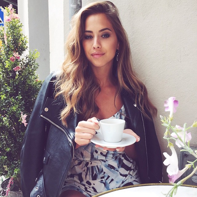 Kenza Zouiten-Instagirl-Instagram-Sexy-Jolie-Canon-Fille-Femme-Brune-Mannequin-Mode-Suède-Stockholm-blogueuse-effronte-13