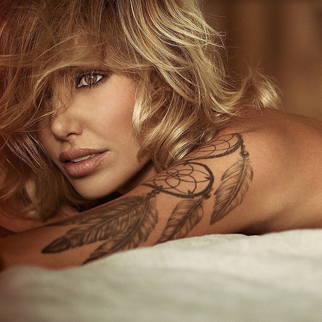 Miss Tina Louise-Instagirl-Instagram-Sexy-Jolie-Canon-Fille-Femme-Blonde-Mannequin-Maxim-Mode-Aussie-Australienne-Poitrine-Bikini-effronte-06