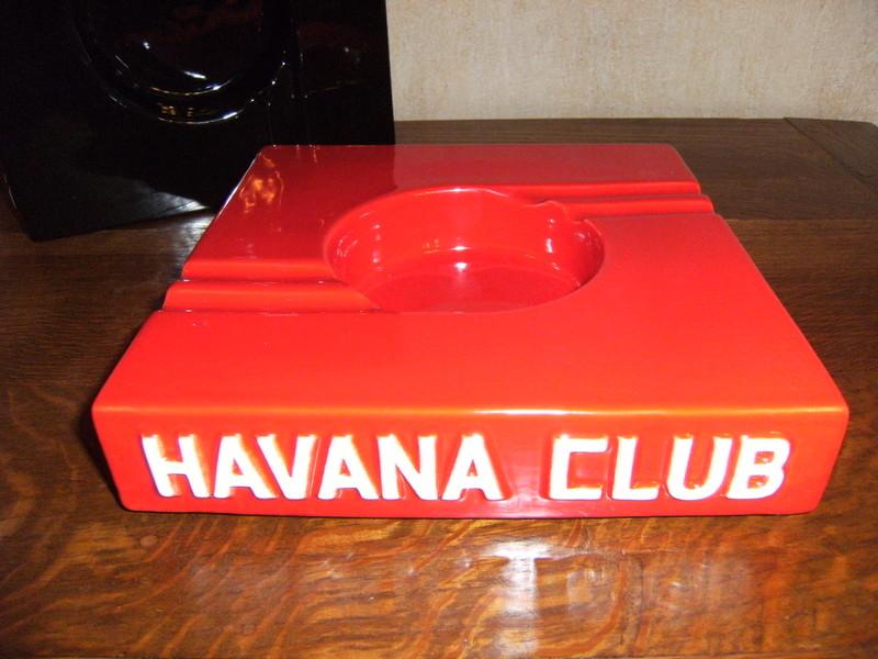 10-idées-cadeaux-pour-les-amateurs-de-cigares-havana-club-cendrier-quattro-effronté-01