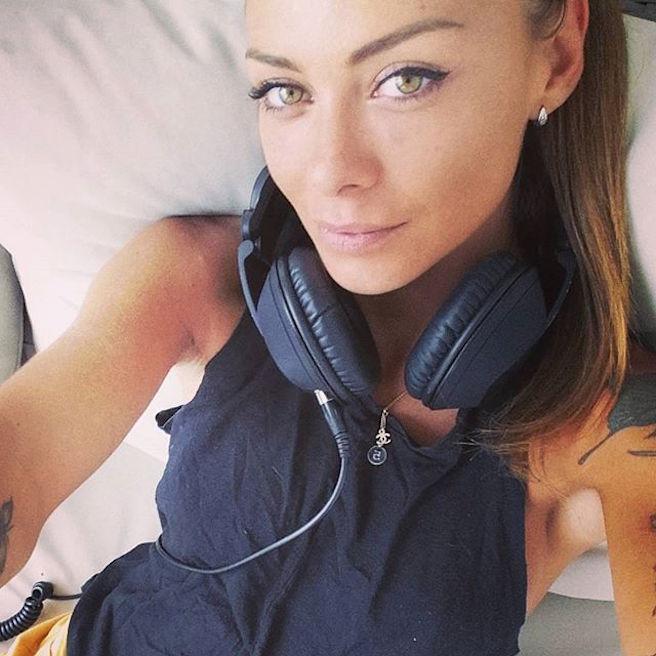 Maeva Carter-Instagirl-Instagram-Sexy-Jolie-Canon-Fille-Femme-Blonde-Mannequin-DJ-DJette-France-Ile-de-la-tentation-Acambray-PSG-copine-effronte-04