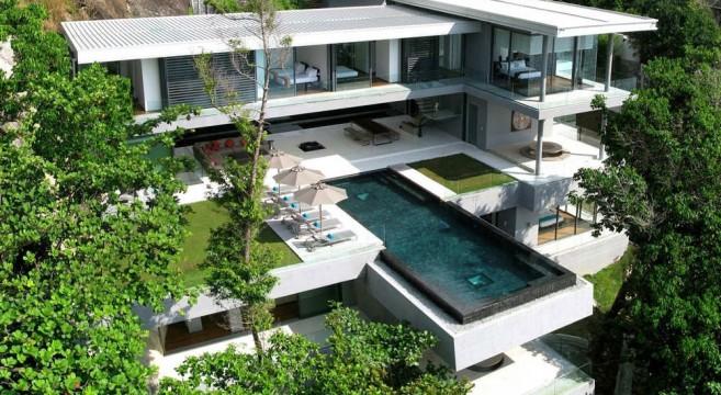 La luxueuse Villa Amanzi, nichée au coeur d'une falaise !