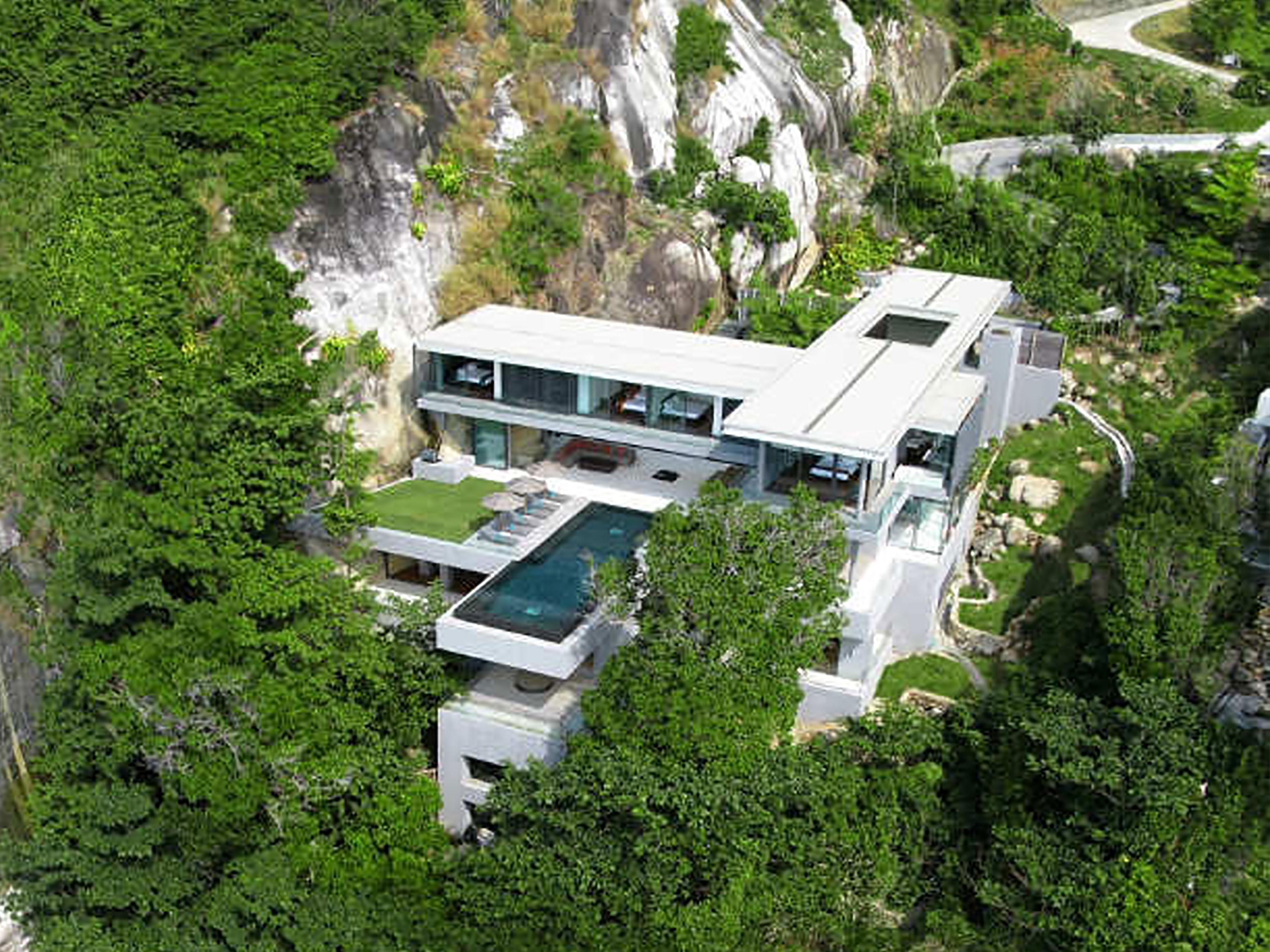 La luxueuse villa amanzi nich e au coeur d 39 une falaise - La maison wicklow hills par odos architects ...