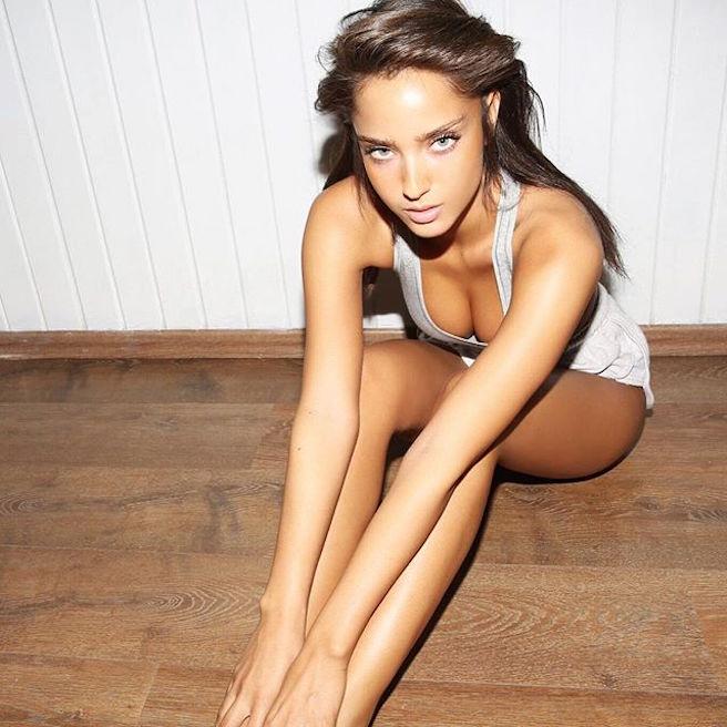 Neta Alchimister-Instagirl-Instagram-Sexy-Jolie-Canon-Fille-Femme-Blonde-Mannequin-Models-Bikini-Israel-Israelienne-bananhotbikinis.com-Elite-Model-effronte-01-min