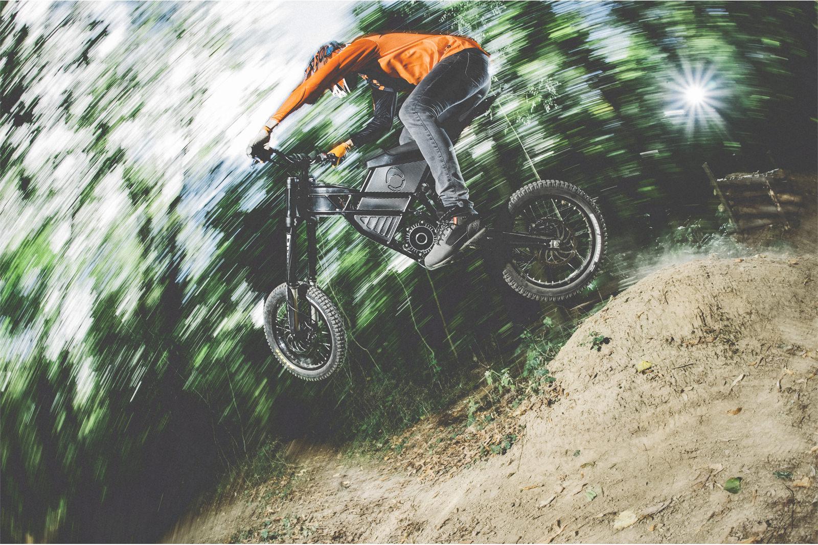 vélo-électrique-Freerider-par-Kuberg-performance-look-agressif-effronté-01_mini