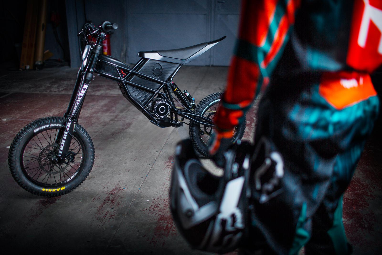 vélo-électrique-Freerider-par-Kuberg-performance-look-agressif-effronté-04_mini