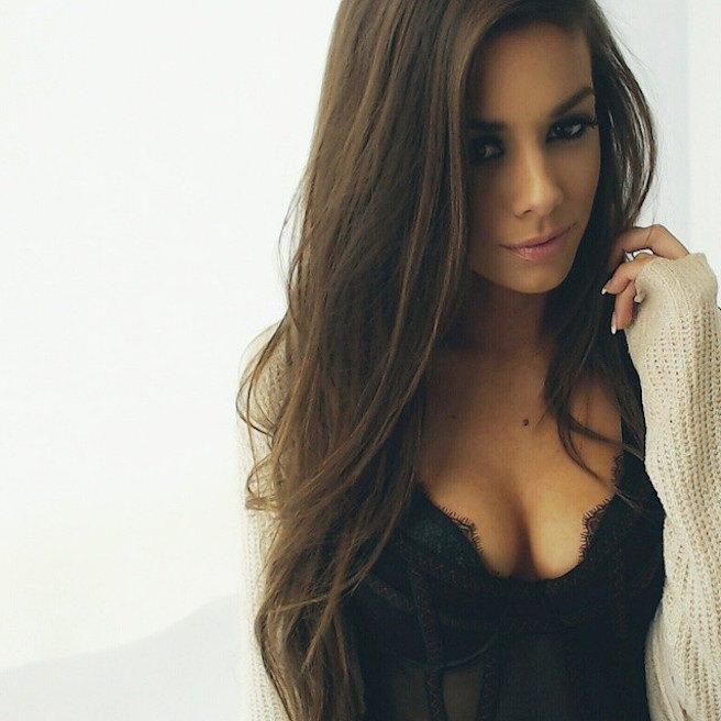 Juli-Annee-Instagirl-Instagram-Sexy-Jolie-Canon-Fille-Femme-Brune-Mannequin-Models-Bikini-Américaine-USA-San-Diego-Californie-Model-effronte-03_mini