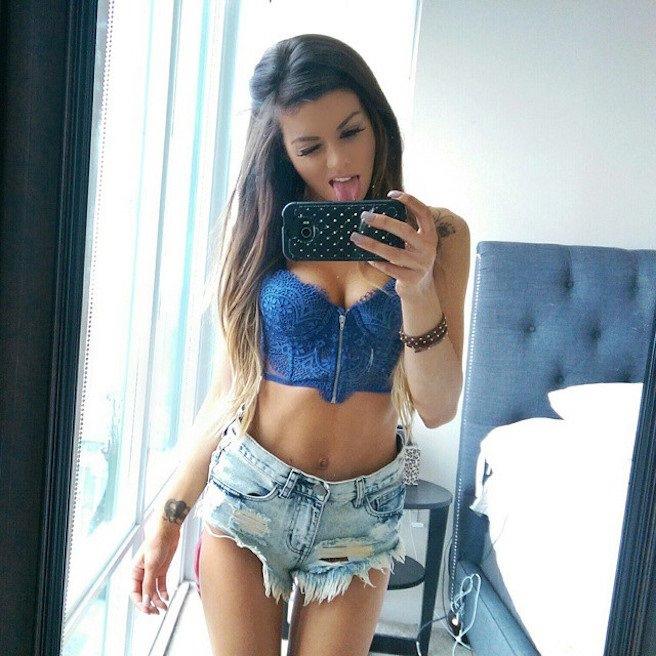 Juli-Annee-Instagirl-Instagram-Sexy-Jolie-Canon-Fille-Femme-Brune-Mannequin-Models-Bikini-Américaine-USA-San-Diego-Californie-Model-effronte-06_mini