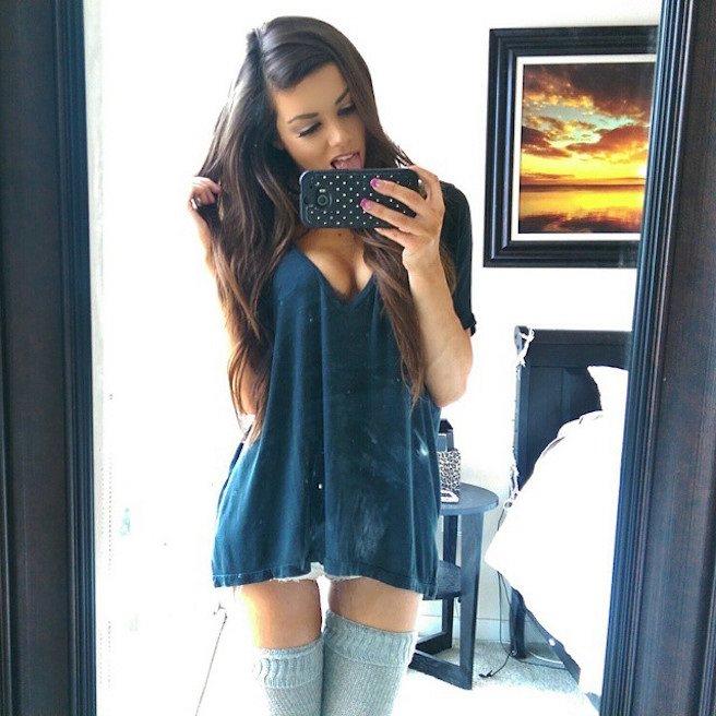 Juli-Annee-Instagirl-Instagram-Sexy-Jolie-Canon-Fille-Femme-Brune-Mannequin-Models-Bikini-Américaine-USA-San-Diego-Californie-Model-effronte-10_mini