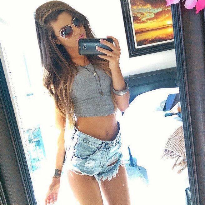 Juli-Annee-Instagirl-Instagram-Sexy-Jolie-Canon-Fille-Femme-Brune-Mannequin-Models-Bikini-Américaine-USA-San-Diego-Californie-Model-effronte-14_mini