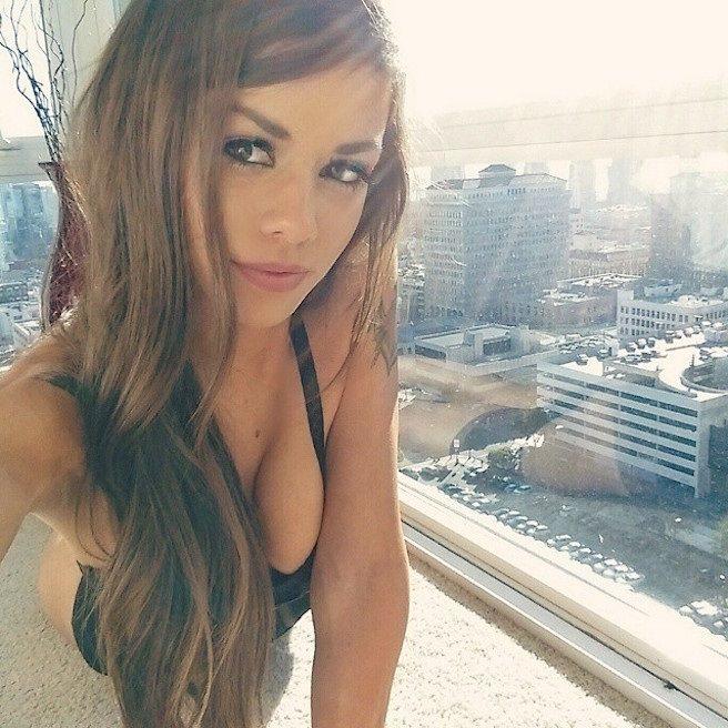 Juli-Annee-Instagirl-Instagram-Sexy-Jolie-Canon-Fille-Femme-Brune-Mannequin-Models-Bikini-Américaine-USA-San-Diego-Californie-Model-effronte-15_mini