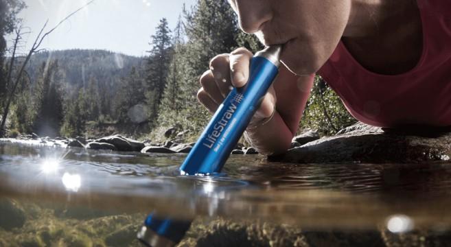 Transformez l'eau en eau potable avec le LifeStraw Steel 02