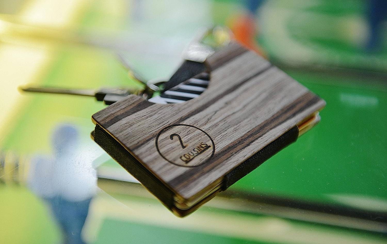 porte-cartes-en-bois-2Cousins-sélection-12-plus-beaux-portes-cartes-en-bois-effronté