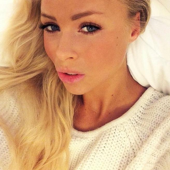Victoria Tornegren-Instagirl-Instagram-Sexy-Jolie-Canon-Fille-Femme-Blonde-Mannequin-Blogueuse-Mode-Bikini-Suède-Suédoise-effronte-10
