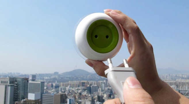 Window Socket-Green+-prise-électrique-solaire-qui-peut-fournir-de-électricité-gratuitement-high-tech-design-écolo-écologique-effronté-01