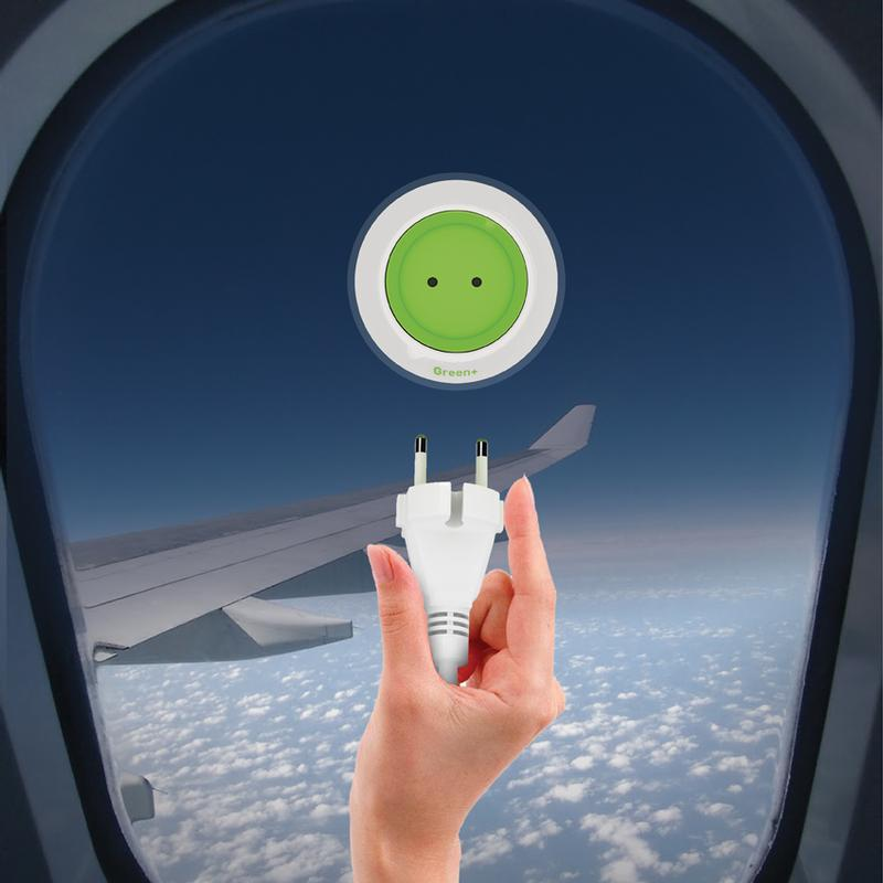 Window Socket-Green+-prise-électrique-solaire-qui-peut-fournir-de-électricité-gratuitement-high-tech-design-écolo-écologique-effronté-02
