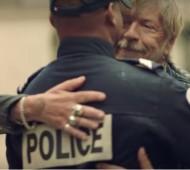 Jai-embrassé-un-flic-Renaud-Nouvelle-Chanson-Police-Paix-force-de-lordre-effronté