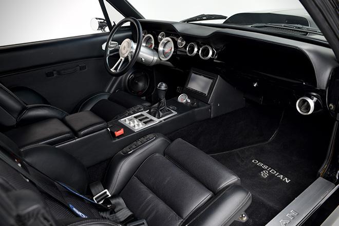 1967-Ford-Mustang-Fastback-Obsidian-par-Autoworks-International-effronté-06