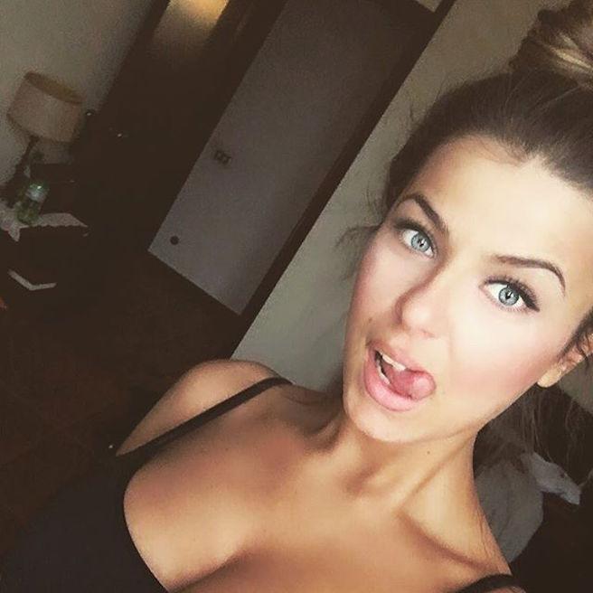 Rike Roci-Albanie-Albanaise-Tirana-Instagirl-Instagram-Sexy-Jolie-Canon-Fille-Femme-Blonde-Foot-Big Bgrother-bikini-effronte-11