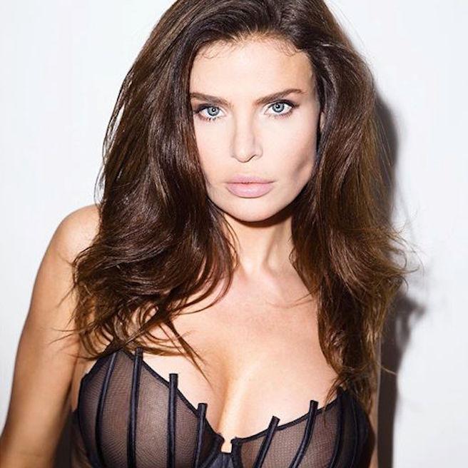 Julia Lescova-USA-Los Angeles-Lettone-Instagirl-Instagram-Sexy-Jolie-Canon-Fille-Femme-Brune-Daugavpils-Mannequin-Bikini-effronte-04