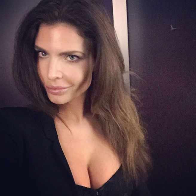 Julia Lescova-USA-Los Angeles-Lettone-Instagirl-Instagram-Sexy-Jolie-Canon-Fille-Femme-Brune-Daugavpils-Mannequin-Bikini-effronte-08
