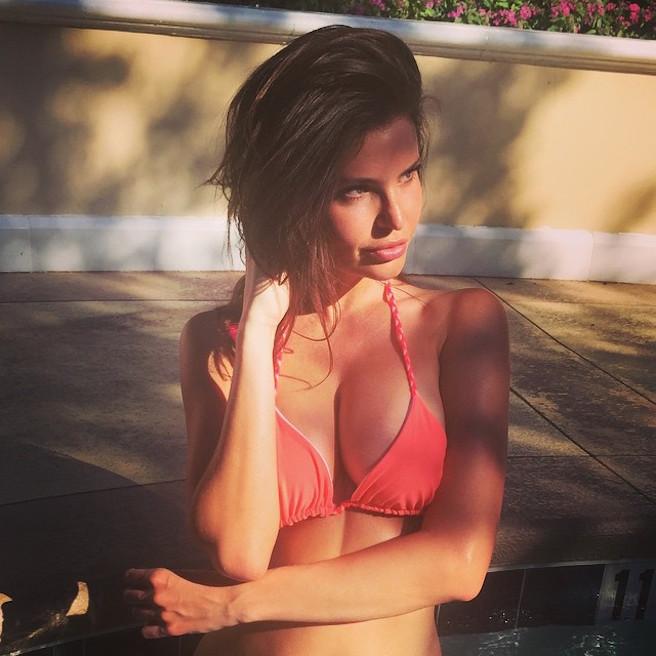 Julia Lescova-USA-Los Angeles-Lettone-Instagirl-Instagram-Sexy-Jolie-Canon-Fille-Femme-Brune-Daugavpils-Mannequin-Bikini-effronte-10