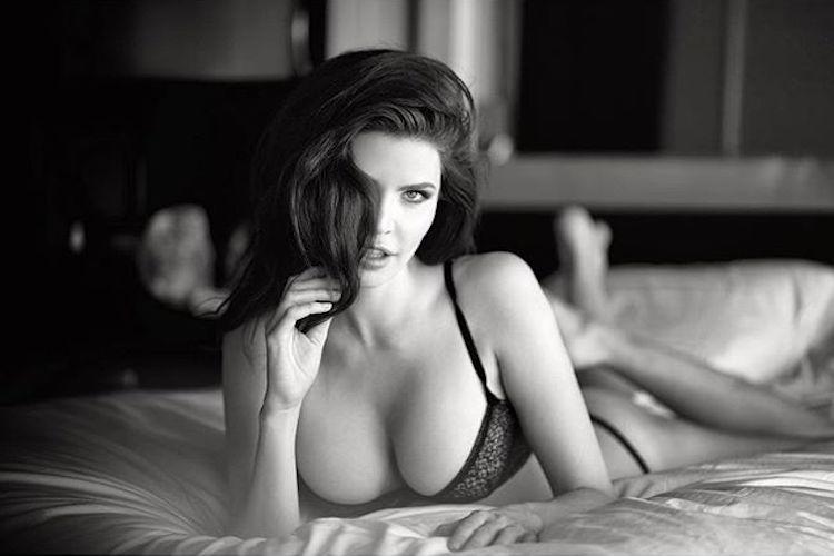 Julia Lescova-USA-Los Angeles-Lettone-Instagirl-Instagram-Sexy-Jolie-Canon-Fille-Femme-Brune-Daugavpils-Mannequin-Bikini-effronte-Cover-02