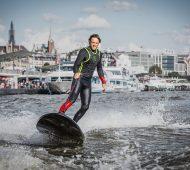 Lampuga Boost- la-planche-de-surf-électrique-version-luxe-effronté-01