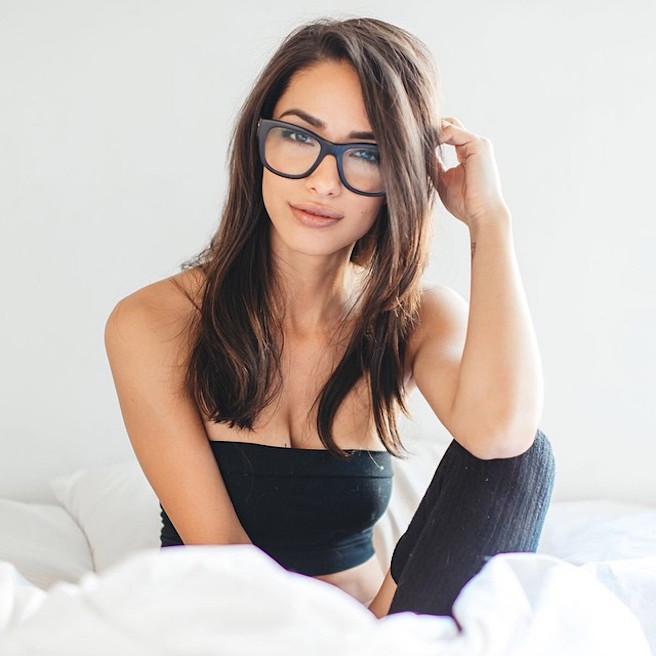 Michele Maturo-USA-Los Angeles-Instagirl-Instagram-Sexy-Jolie-Canon-Fille-Femme-Brune-DJ-Galore-Mannequin-Bikini-effronte-12