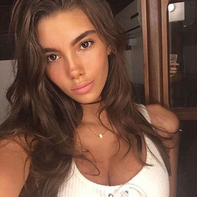 Cindy Mello-Brésil-Brésilienne-Mannequin-Top-Model-Instagirl-Instagram-Sexy-Jolie-Canon-Fille-Femme-Brune-Bikini-lingerie-sous-vetement-effronte-03