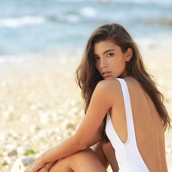 Cindy Mello-Brésil-Brésilienne-Mannequin-Top-Model-Instagirl-Instagram-Sexy-Jolie-Canon-Fille-Femme-Brune-Bikini-lingerie-sous-vetement-effronte-05