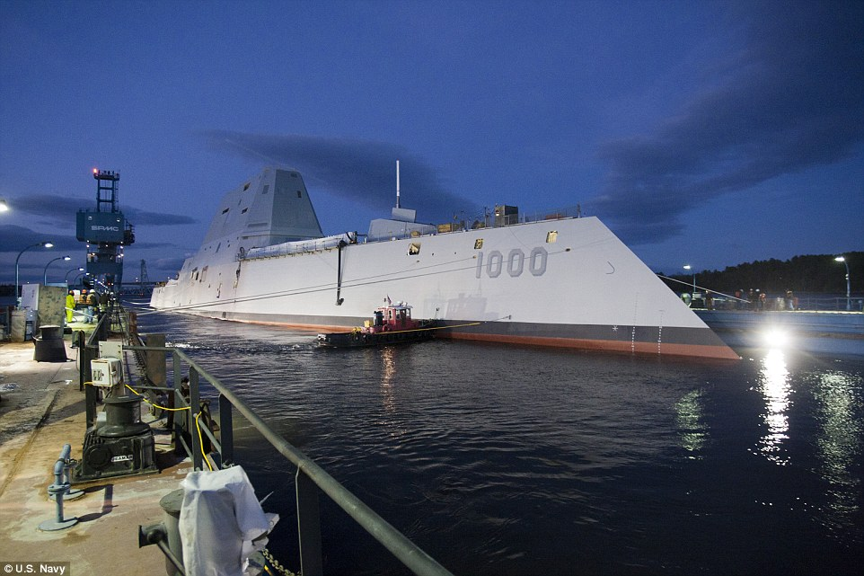 uss-zumwalt-le-plus-gros-navire-de-guerre-americain-destroyer-usa-james-a-kirk-effronte-05