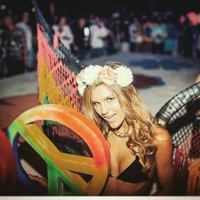 anastasia-bluemoloko-bali-ukraine-ukrainienne-instagirl-instagram-sexy-jolie-canon-glamour-fille-femme-brune-bikini-eurvin-mannequin-mode-effronte-14