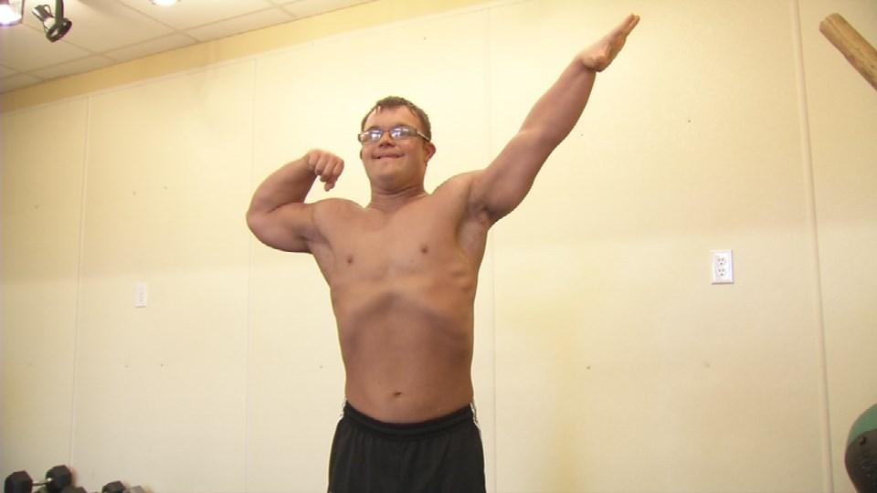 collin-clarke-bodybuilder-down-trisomie-buzz-effronte-03