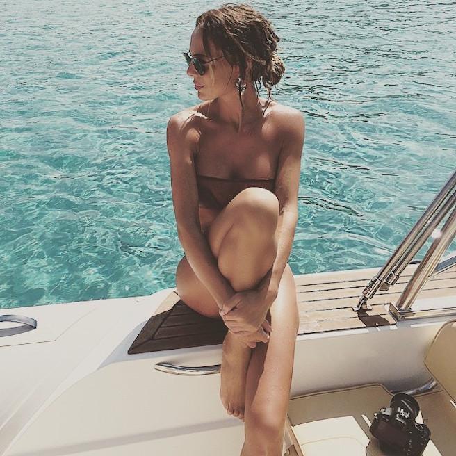 natamelie-amelie-suisse-lausanne-bastia-corse-instagirl-instagram-sexy-jolie-canon-glamour-fille-femme-brune-bikini-bijoux-blogueuse-mode-effronte-12