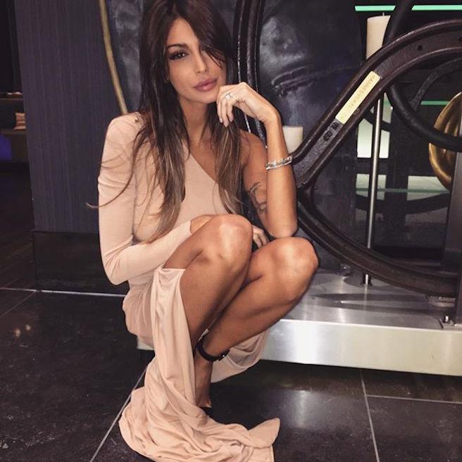 cristina-buccino-italienne-italie-instagirl-instagram-sexy-jolie-canon-glamour-fille-femme-brune-bikini-mannequin-actrice-mode-isola-dei-famosi-veline-cristiano-ronaldo-effronte-04