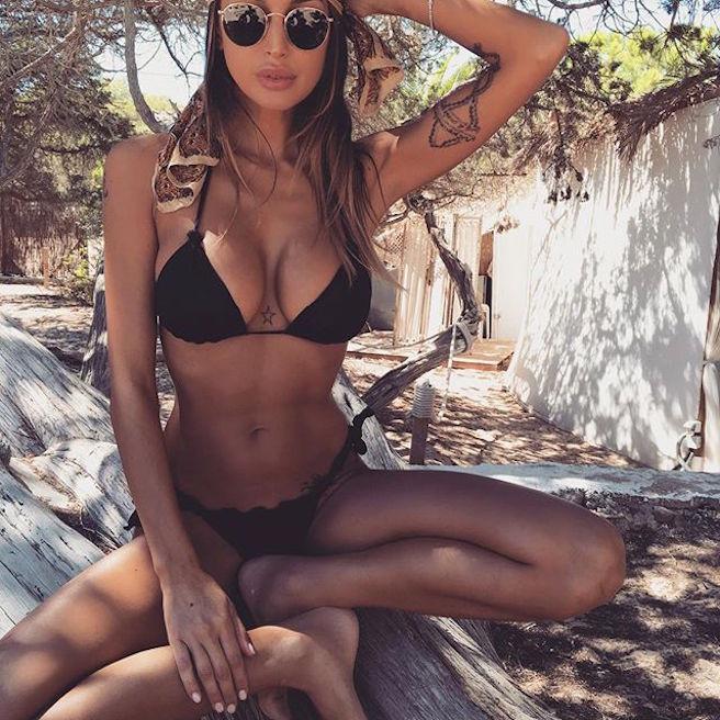 cristina-buccino-italienne-italie-instagirl-instagram-sexy-jolie-canon-glamour-fille-femme-brune-bikini-mannequin-actrice-mode-isola-dei-famosi-veline-cristiano-ronaldo-effronte-09