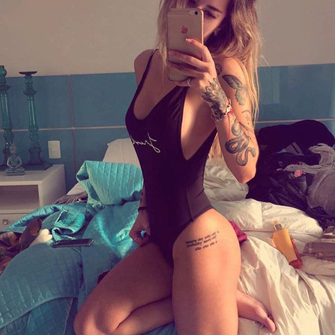 mari-freire-bresilienne-bresil-sao-paolo-instagirl-instagram-sexy-jolie-canon-glamour-fille-femme-brune-bikini-mannequin-tatoo-tatouage-bad-girl-effronte-09