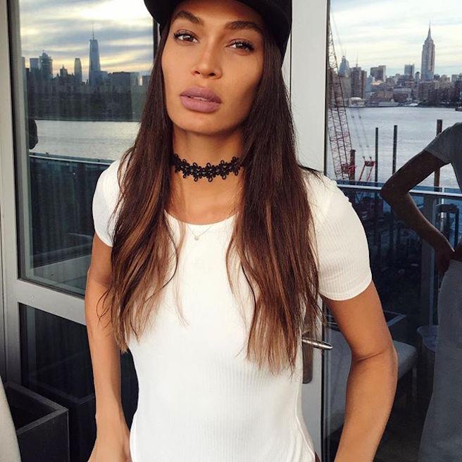 joan-smalls-puerto-rico-new-york-city-instagirl-instagram-sexy-jolie-canon-glamour-fille-femme-brune-bikini-mannequin-corps-magnifique-victorias-secret-effronte-black-05