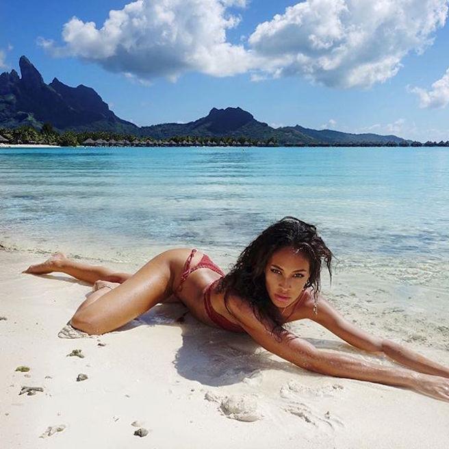 joan-smalls-puerto-rico-new-york-city-instagirl-instagram-sexy-jolie-canon-glamour-fille-femme-brune-bikini-mannequin-corps-magnifique-victorias-secret-effronte-black-07