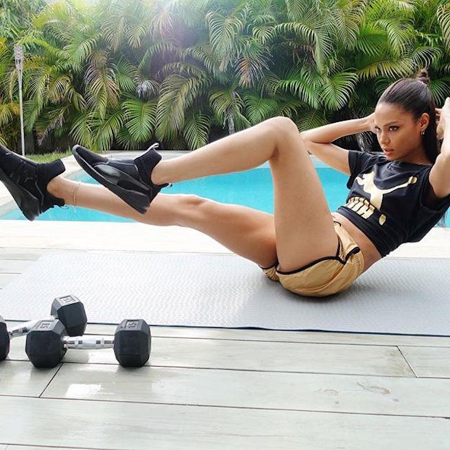 joan-smalls-puerto-rico-new-york-city-instagirl-instagram-sexy-jolie-canon-glamour-fille-femme-brune-bikini-mannequin-corps-magnifique-victorias-secret-effronte-black-11