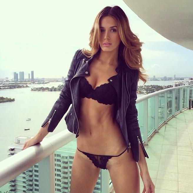 tika-camaj-tirana-albanie-albanaise-instagirl-instagram-sexy-jolie-canon-glamour-fille-femme-brune-bikini-mannequin-victorias-secret-la-models-david-silverman-effronte-15