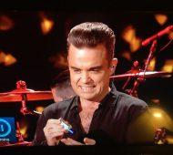 Robbie Williams gel antibactérien grimace
