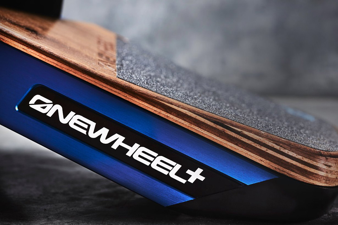 onewheel-plus-le-snowboard-de-rue-design-innovation-01