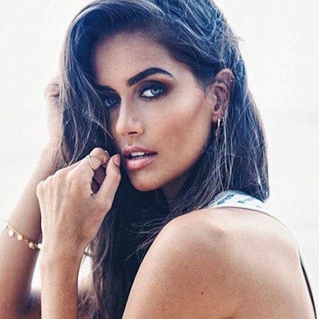 talia-richman-australienne-aussie-australie-instagirl-instagram-sexy-jolie-canon-glamour-fille-femme-brune-yeux-verts-bikini-bijoux-mannequin-mode-effronte-13