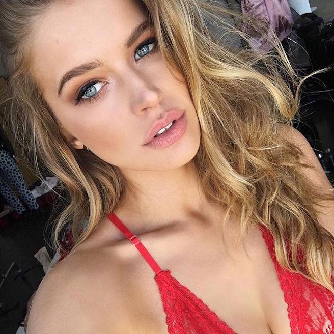 Tanya Mityushina-Perm-Russie-Russe-Instagirl-Instagram-Sexy-Jolie-Canon-Glamour-Fille-Femme-Blonde-Yeux-Verts-Mannequin-Elite-mode-bikini-maillot de bain-effronte-04