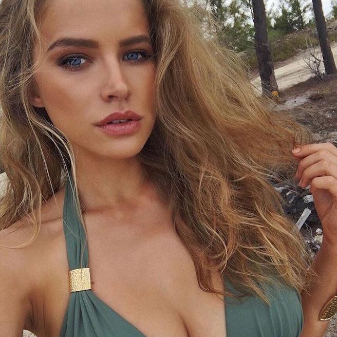 Tanya Mityushina-Perm-Russie-Russe-Instagirl-Instagram-Sexy-Jolie-Canon-Glamour-Fille-Femme-Blonde-Yeux-Verts-Mannequin-Elite-mode-bikini-maillot de bain-effronte-07