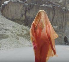 M.I.A. flingue Rihanna, Madonna et Trump dans son puissant clip P.O.W.A. !