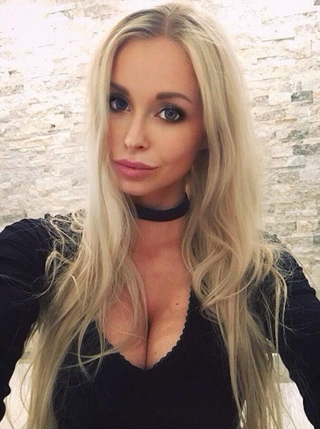 On pense avoir trouvé l'hôtesse de l'air la plus sexy de Belgique-Maureen Alexandra Naudts-01