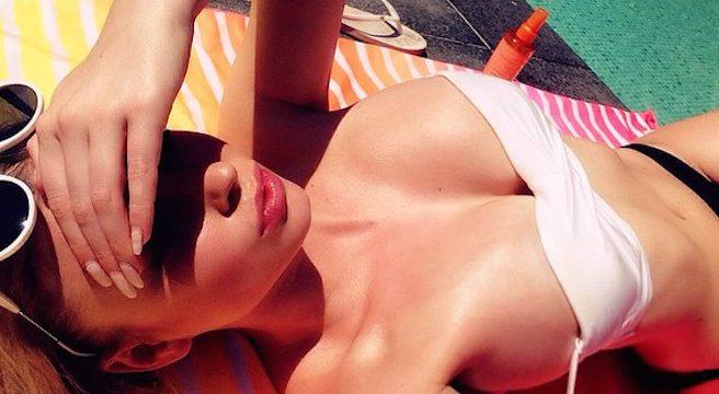 On pense avoir trouvé l'hôtesse de l'air la plus sexy de Belgique-Maureen Alexandra Naudts